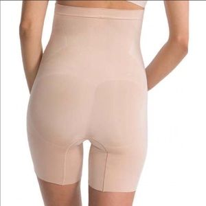 SPANX OnCore High Waist Mid Thigh Shaper! Size M.